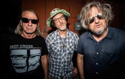 """I Cherubs, band noise rock texana, hanno annunciato di avere in cantiere la pubblicazione di un Ep, intitolato """"Slo Blo 4 Frnz & Sxy"""", la cui uscita è prevista per il 15 ottobre su Relapse Records."""